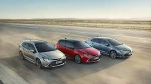 Tervetuloa tutustumaan uuteen Corollaan Suosittu Corolla-tuoteperhe laajenee, sillä 12. sukupolven Corollasta on valittavissa kolme eri korimallia: ketterän Hatchbackin lisäksi saatavilla on niin monikäyttöinen Touring Sports kuin modernia tyyliä henkivä Sedan. Lisäksi asiakkaat pääsevät nauttimaan Toyotan itselataavan hybridin eduista, sillä koko Corolla-perheen voimalinjana toimii Toyotan hybriditekniikka. Tyylikäs muotoilu ja ajamisen vaivattomuus yhdistettynä Toyotan luotettavuuteen tekevät Corolla Hybridistä modernin ajan ikonin. Tule paikanpäälle tutustumaan ja koeajolle! Olemme auki tänään perjantaina klo 18 saakka ja huomenna lauantaina klo 10-14. Tervetuloa tutustumaan! -Järvenpään Auto-Aritan tiimi-