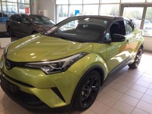 Rajoitetun erän erikoismalli C-HR 1,8 Hybrid Limited Style Edition Toyota Safety Sense Lämmitettävä ohjauspyörä Mediakeskus navigoinnilla Bi-Led ajovalot JBL äänentoisto Lime Green metalliväri Hinta 34 388,64€ Näitä on hyvin rajoitettu määrä myynnissä Nähdään liikkeessä